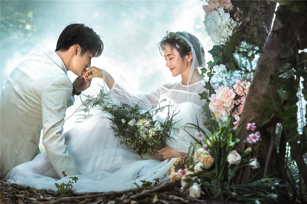 大视觉摄影 主题样片 > 梦幻森系婚纱照          甜蜜水晶船系列婚纱